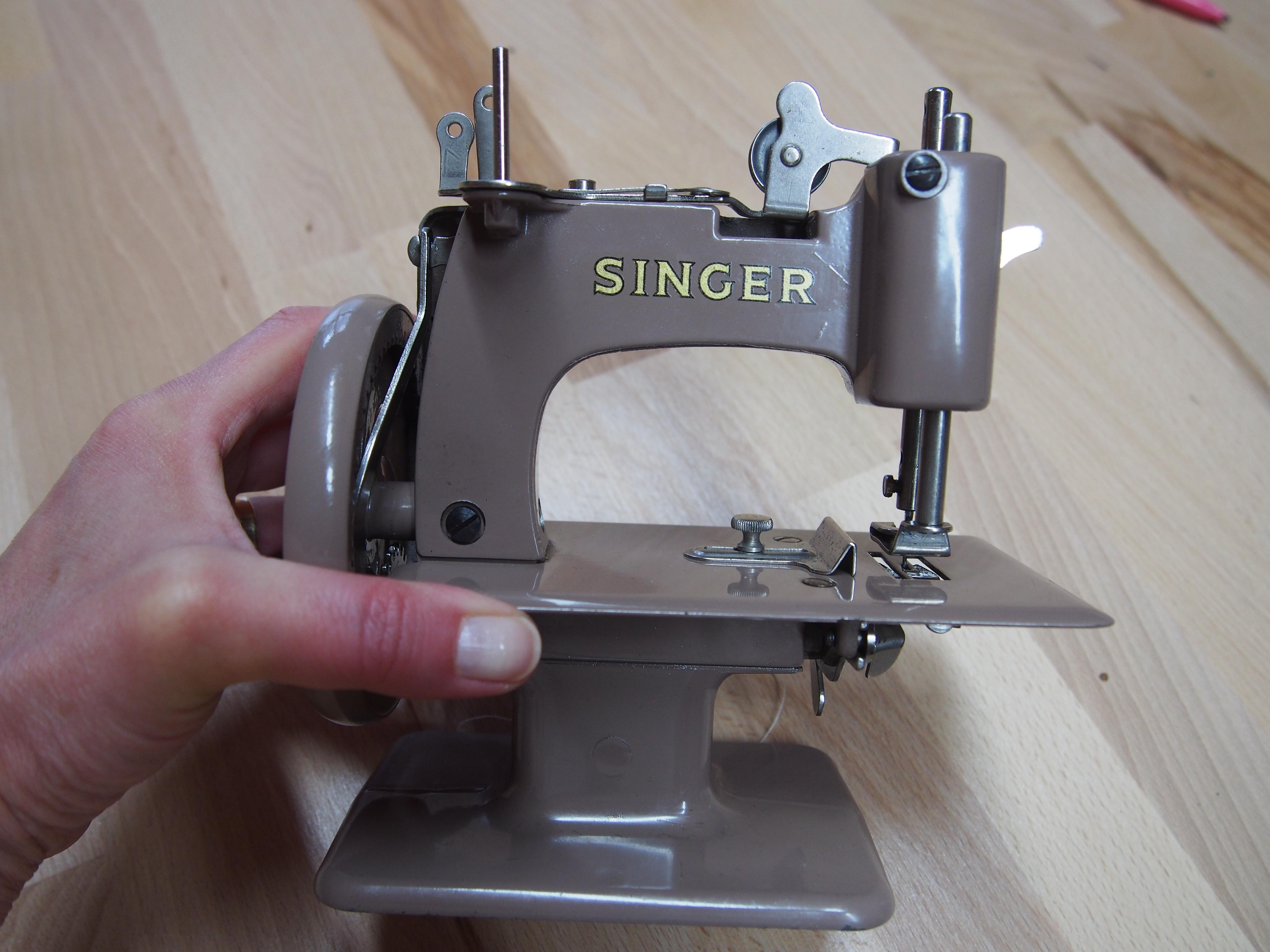 Singer machine a coudre pour enfant