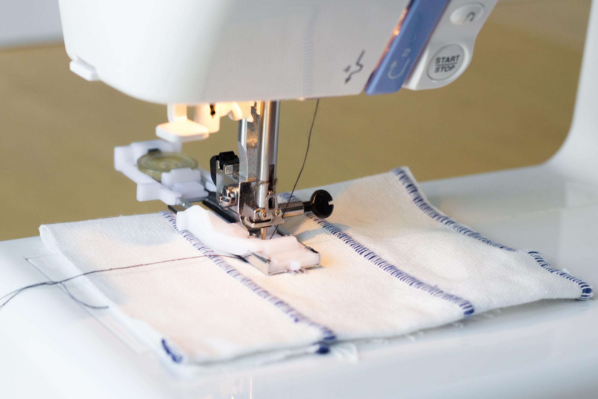 Machine à coudre pour tissus extensible