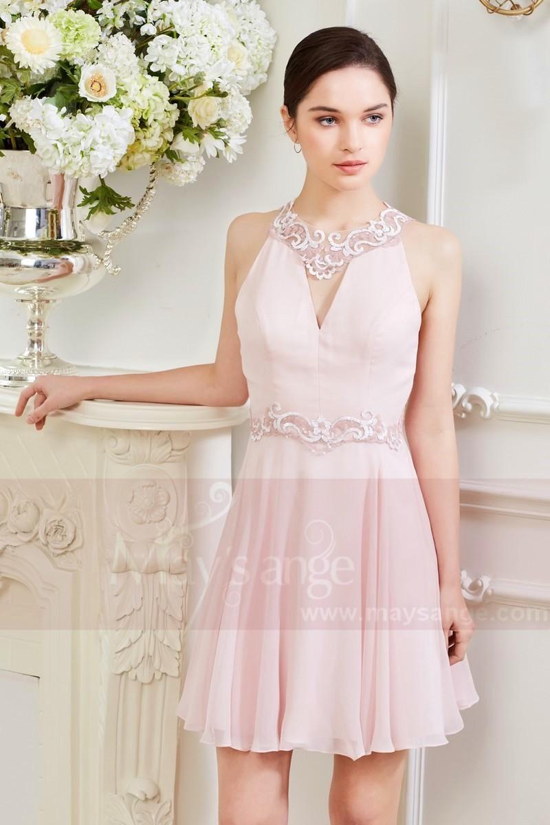 Robe rose pale dentelle
