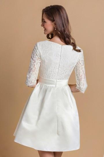 Robe avec dentelle blanche
