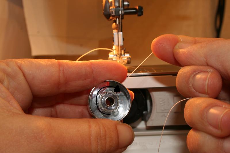 Mise en place fil machine a coudre singer