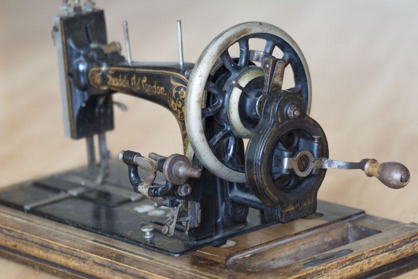 Machine à coudre a manivelle