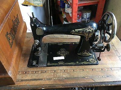 Ancienne machine à coudre excelsior